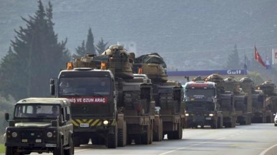 伊斯利布的土耳其車隊向恐怖分子運送彈藥。(圖源:互聯網)