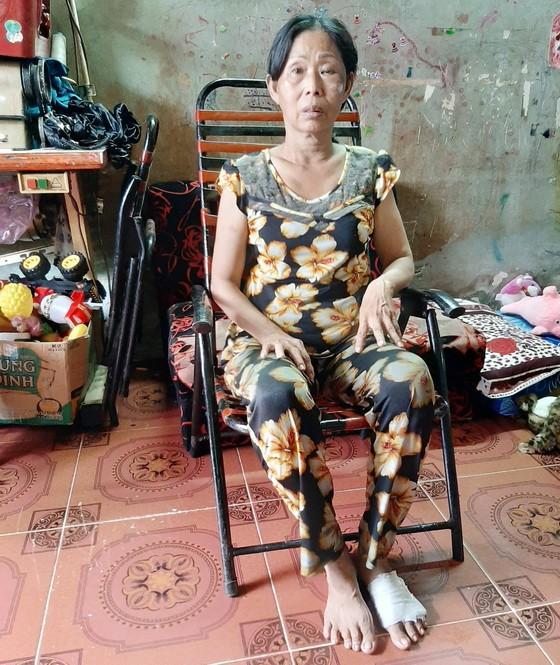 正等錢入院醫病的羅鳳萍。