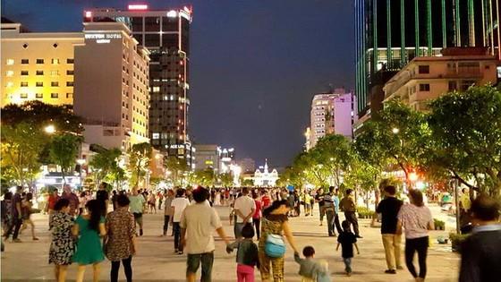 阮惠街本月 30 日晚禁車。圖為阮惠步行街夜景一瞥。(示意圖源:互聯網)