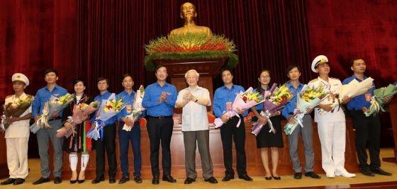 黨中央總書記、國家主席阮富仲與模範青年黨員會晤。(圖源:越通社)