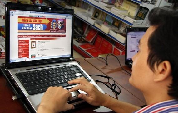 讀者上線選購電子書。(示意圖源:互聯網)