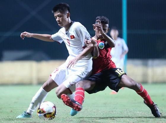 越南隊(白衣)2比0勝東帝汶隊。(圖源:互聯網)