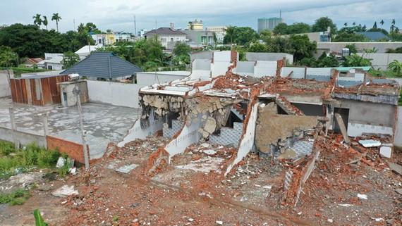 圖為平政縣的違章建築遭拆除。(圖源:自忠)