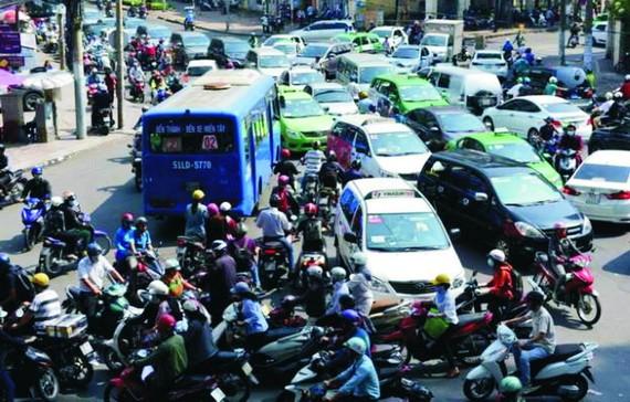 車輛胡亂行駛,喇叭聲響不停……,導致本市的交通參與者非常疲憊。