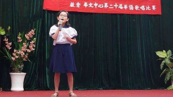 許桐桐同學在演唱。