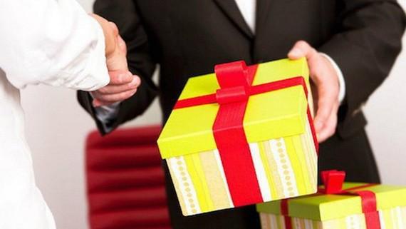 2019年肅貪工作報告,有24人上繳禮物,總值為4億2100萬元。(示意圖源:田升)