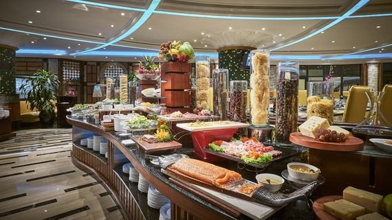 溫莎大酒店4樓自助餐廳美食豐富,包括有越南、日本、意大利、法國和粵菜等160多道菜餚。