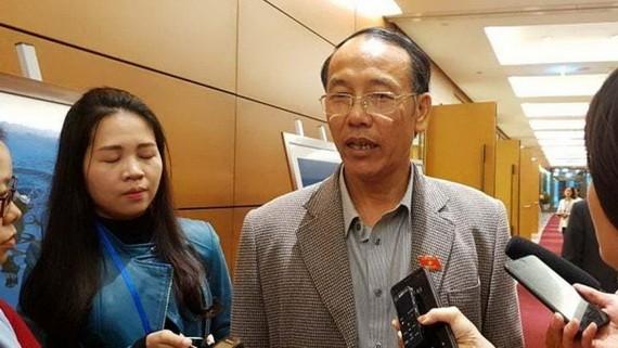 奠邊省公安廳長崇亞鴻少將在第十四屆國會第八次會議間隙接受記者採訪。(圖源:安娜)