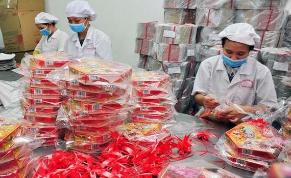 企業在生產供應春節市場的商品。
