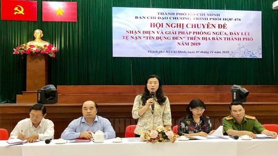 市越南祖國陣線委員會副主席趙麗慶(中)在會上發言。(圖源:市黨部新聞網)
