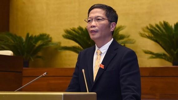 工商部長陳俊英會上答詢。
