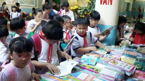 本市在各郡、縣及學校推廣學生閱讀活動。