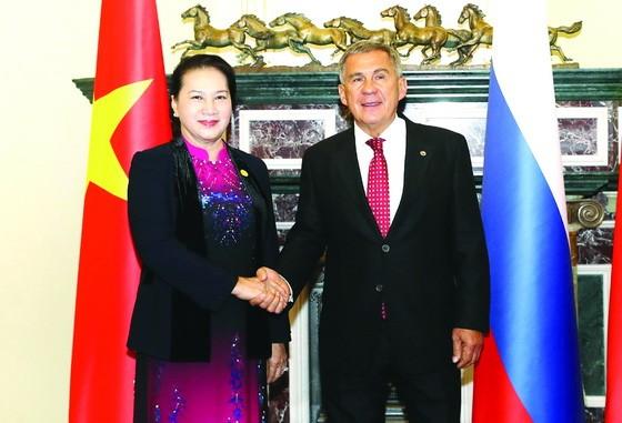 國會主席阮氏金銀會見韃靼斯坦總統 魯斯塔姆‧明尼哈諾夫。(圖源:越通社)