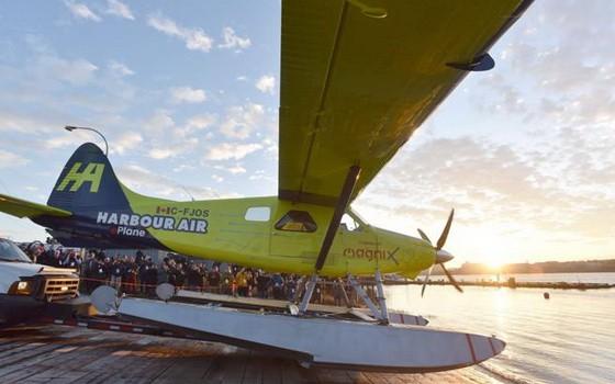 這架飛機改裝自一架水上飛機,試飛當日由海港航空公司創始人兼首席執行官格雷格·麥克杜格爾駕駛。(圖源:互聯網)