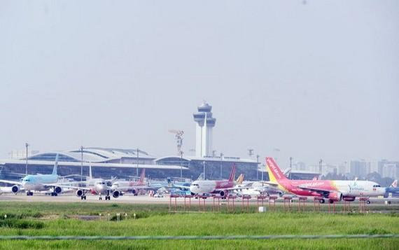新山一機場嚴重超負荷,需要擴建。