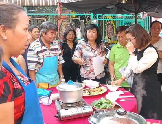 此次華人美食烹飪比賽,吸引當地眾多越華人婦女參加。