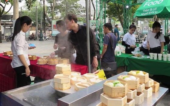 華人特色美食深受食客青睞。