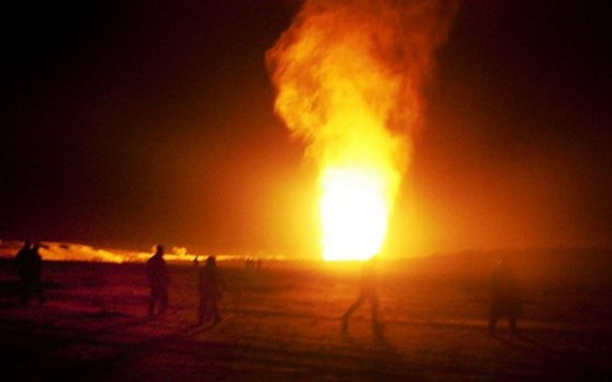 埃及東部西奈半島一處天然氣管道 2日遭不明身份武裝份子襲擊發生爆炸,目前尚無人員傷亡報告。(圖源:Harbingers Daily)