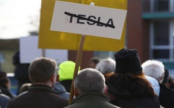 民眾曾抗議特斯拉的工廠選址位置。(圖源:Getty Images)