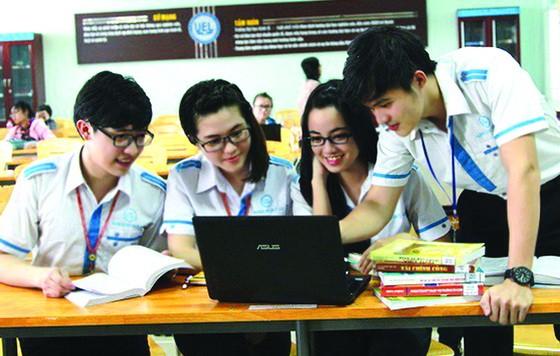 市國立大學旗下單位學生在交流。(圖源:互聯網)