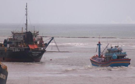 遇險的漁民已獲安全送上岸。(圖源:公田)