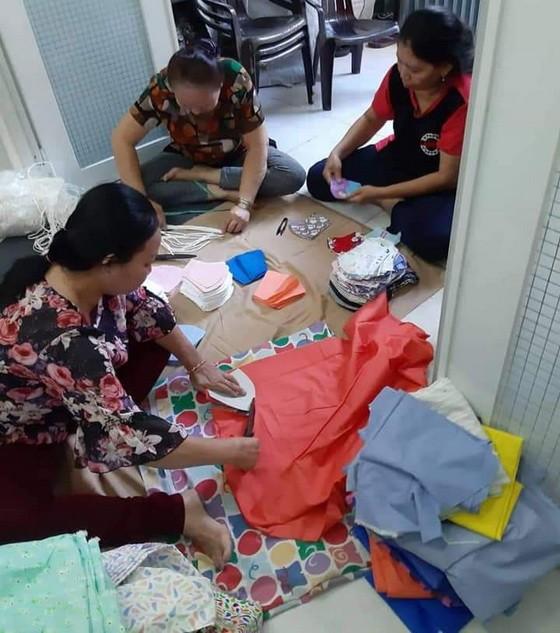 越華婦女幹部攜手縫製布口罩活動一瞥。