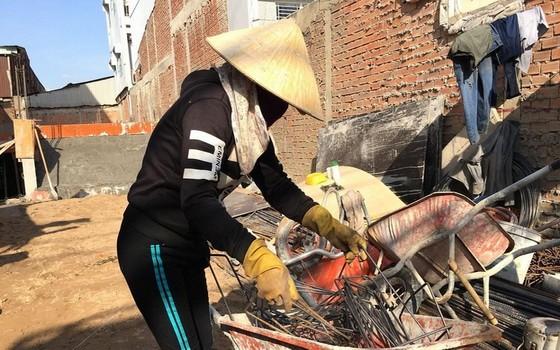 中年女勞工很難找到工作,或要擔任繁重工作。