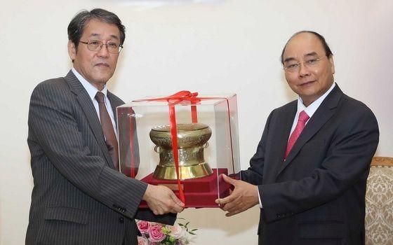 政府總理阮春福(右)接見日本大使邦夫梅田。(圖源:)
