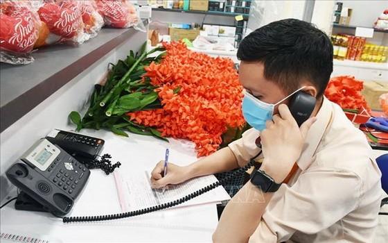 許多連鎖超市加強提供線上售貨服務。