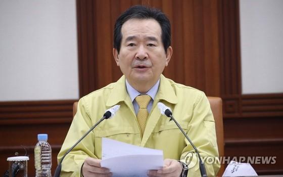 韓國國務總理丁世均11日表示,針對違反居家隔離政策者,將採取佩戴電子手環等監控措施。(圖源:韓聯社)