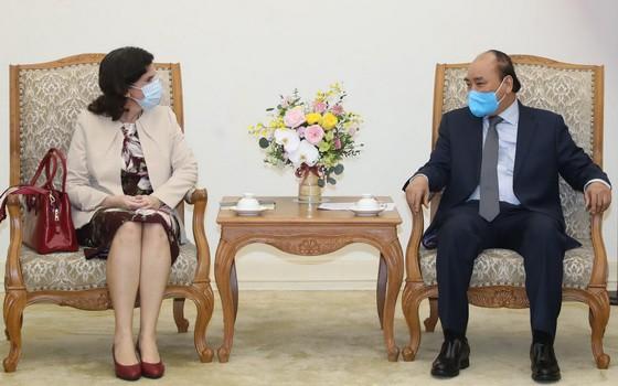 政府總理阮春福(右)接見古巴駐越南大使利亞尼斯‧托里斯‧里韋拉。(圖源:VGP)