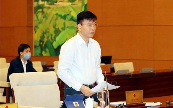 司法部長黎成隆會上報告。(圖源:越通社)