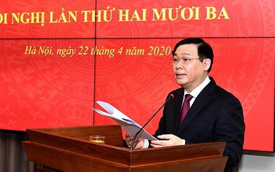 黨中央政治局委員、河內市市委書記、河內市國會代表團長王廷惠在會上致詞。()