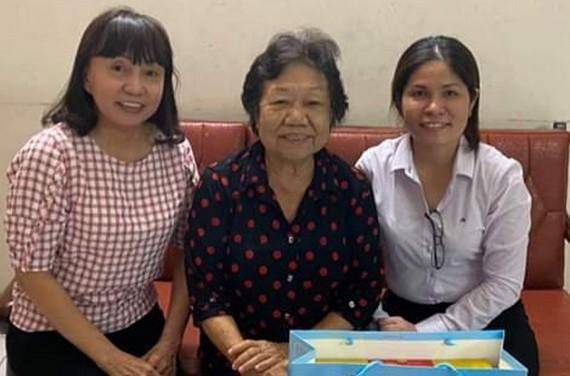 第五郡婦聯會探訪華人幹部李金梅。