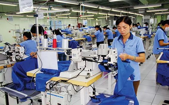正求職的紡織品成衣應徵卷宗佔了很大比例。