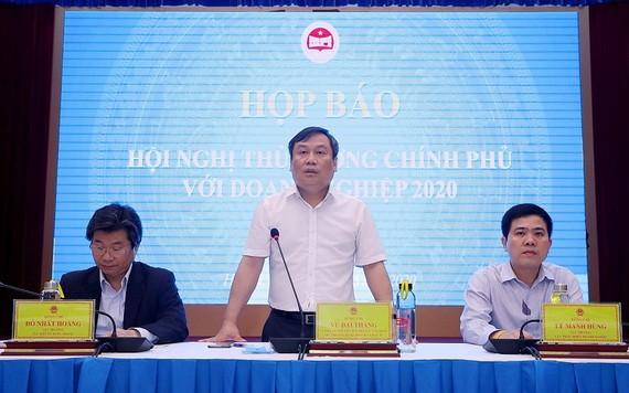 計劃與投資部副部長武大勝(中)在新聞發佈會上發言。(圖源:MPI)