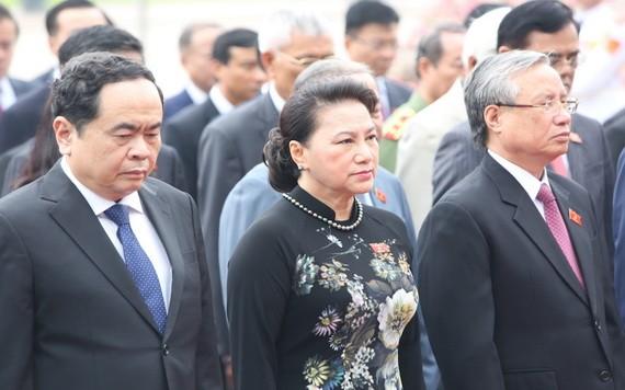 黨、國家領導晉謁胡志明主席陵。(圖源:越通社)