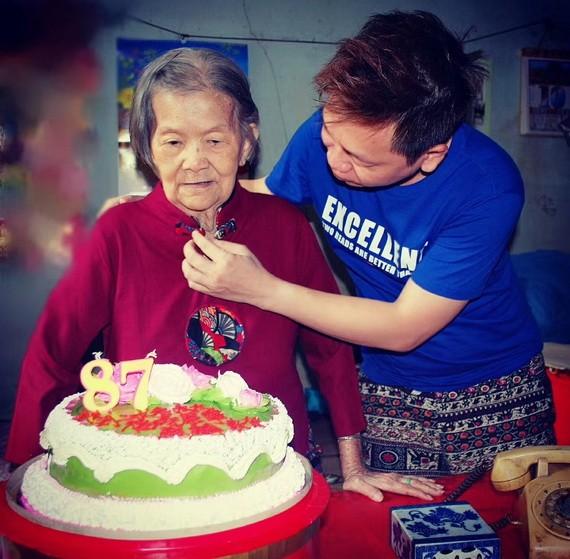 劉二女老大娘的外孫周銘洪於去年為她慶生。