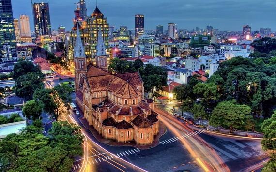 圖為市聖母大教堂夜景一瞥。(圖源:Marty Windle)