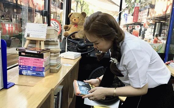 書籍巴士成為不少年輕書迷的好去處。