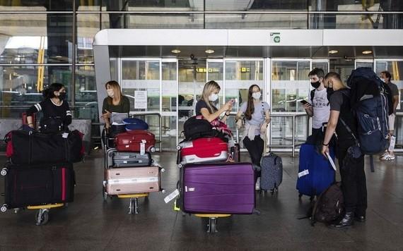 歐盟當地時間6月29日將14個新冠疫情緩和的非歐盟國家,列入安全旅遊名單,7月起容許其公民入境。(圖源:AP)