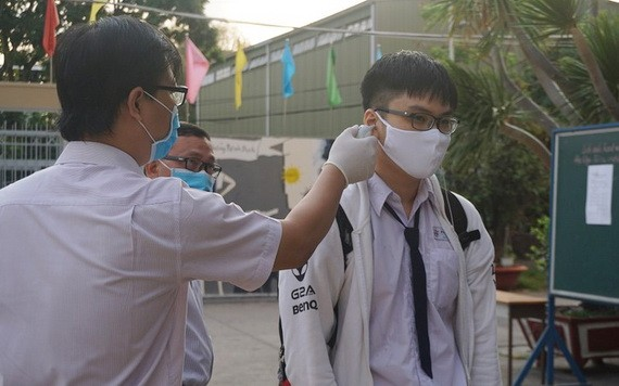參加高中畢業試考生須檢體溫。(示意圖源:互聯網)
