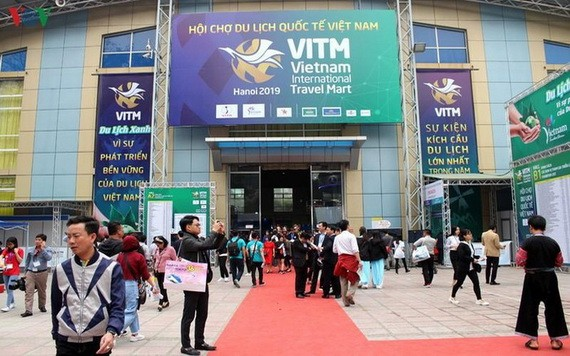 2020年河內市越南國際旅遊展銷會第三次因新冠肺炎疫情影響而延期。圖為2019年河內市越南國際旅遊展銷會一瞥。(圖源:VOV)