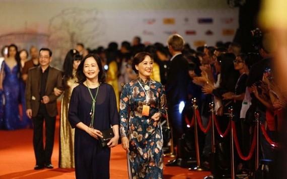 藝人在河內國際電影節走紅地毯。