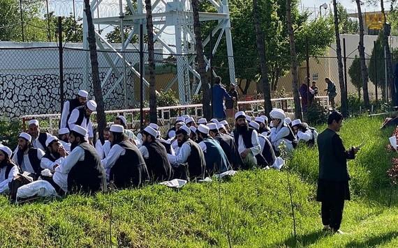 圖為塔利班在押人員。(圖源:Khaama)
