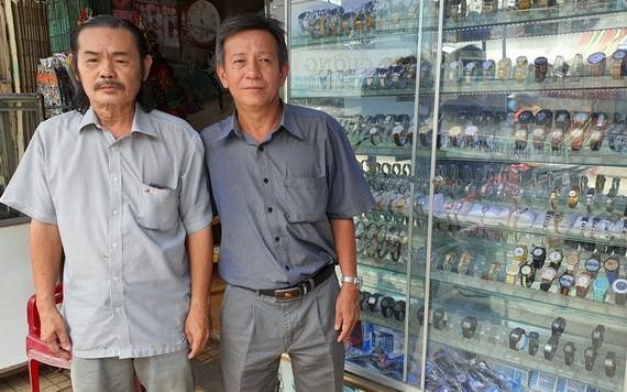 張強、張豪(右)兄弟一同打理鐘錶店。