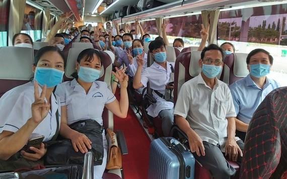 從海防市到峴港市接力的醫療隊伍。