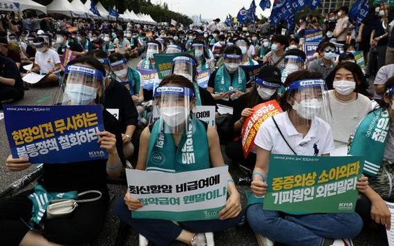 韓醫護人員集會反對政府改革。(圖源:Getty Images)