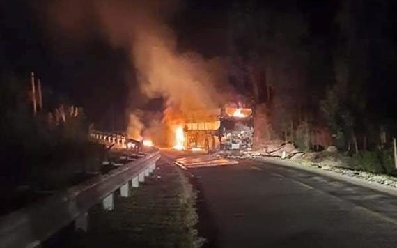 臥鋪客車自燃事故現場。(圖源:高原)