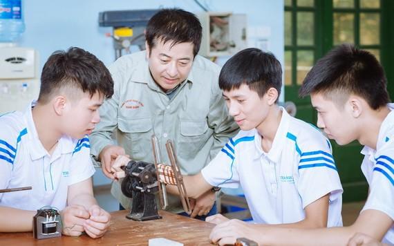 本市職技專校向學生介紹新技術。(圖源:貴中)